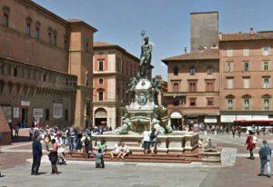 Bologna, splendida piazza in centro