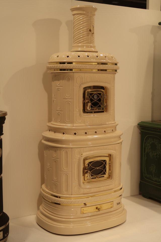 Stufa in stile maiolica bianca