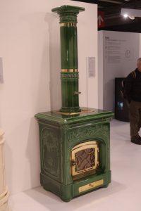 Stufa in stile maiolica di colore verde