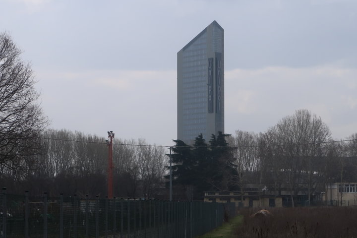Il palazzo Unipol di Bologna