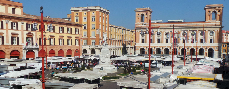 Il giorno di mercato nel centro di Forlì