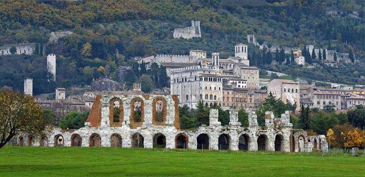 Il teatro romano della città medievale di Gubbio