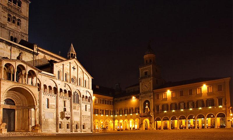 Il centro storico di Modena di notte