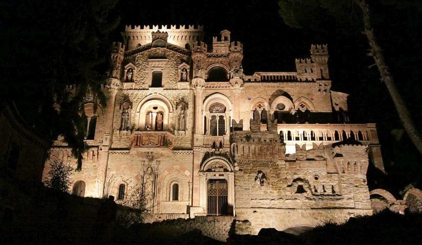 Il castello della Monaca illuminato di Teramo