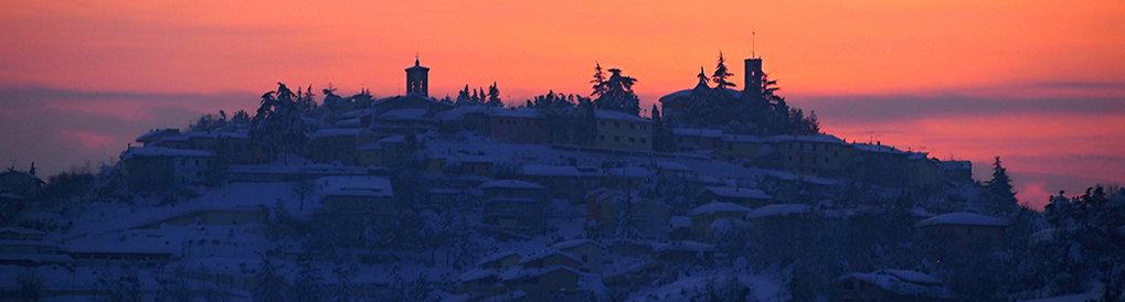 Panorama con la neve del tramonto di Roncofreddo
