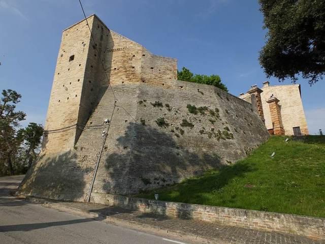 Altidona e le rovine del castello