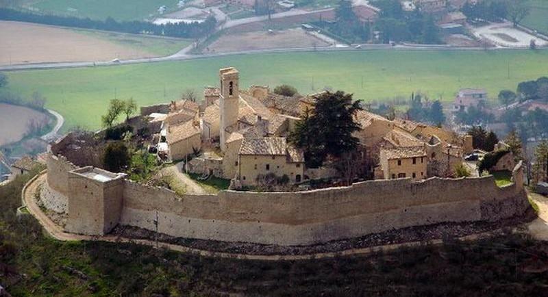 Panorama del borgo di Campello sul Clitunno