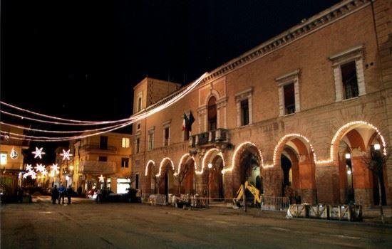Castel Bolognese con la sua piazza addobbata al natale