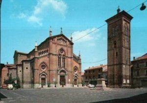 La chiesa nella piazza di Crevalcore