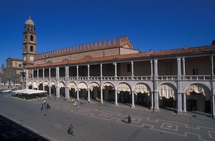 Faenza e piazza del popolo
