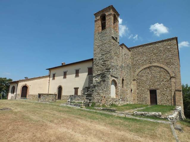 Convento sul monte illuminato di Lunano