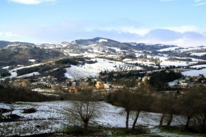 La valle di Mercatino Conca imbiancata dalla neve