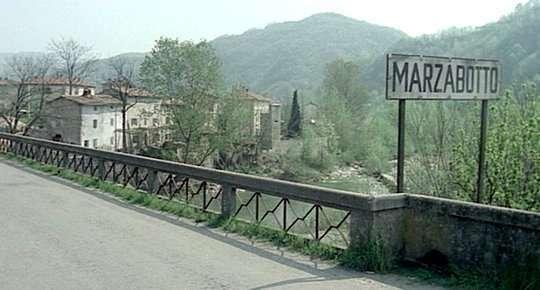 Il cartello stradale di Marzabotto