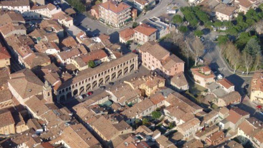 La foto aerea della piazza Orsini di Meldola