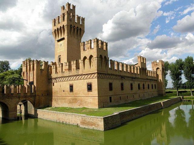 Il castello dei Manzoli di Minerbio