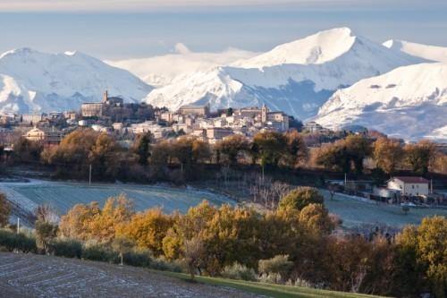 Montegiorgio e il suo panorama d'inverno con la neve