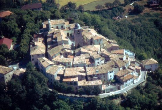Foto aerea del panorama di Montegrimano Terme