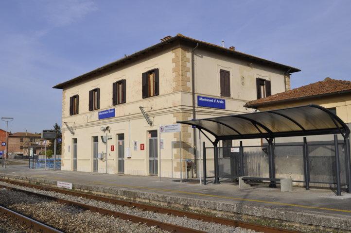Stazione ferroviaria di Monteroni d'Arbia