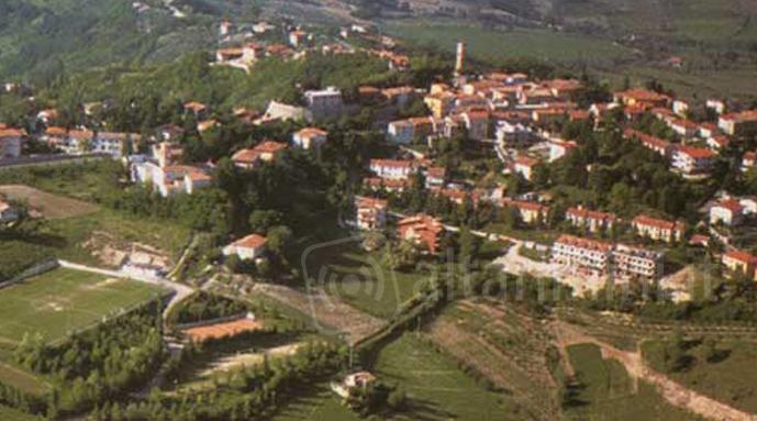 Foto panoramica di montescudo e montecolombo