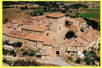 Foto aerea del borgo medioevale di Murlo