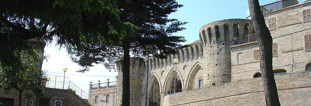 Petritoli e i suoi tre archi del centro storico