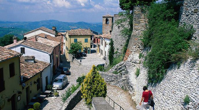 La via del borgo di Poggio Torriana