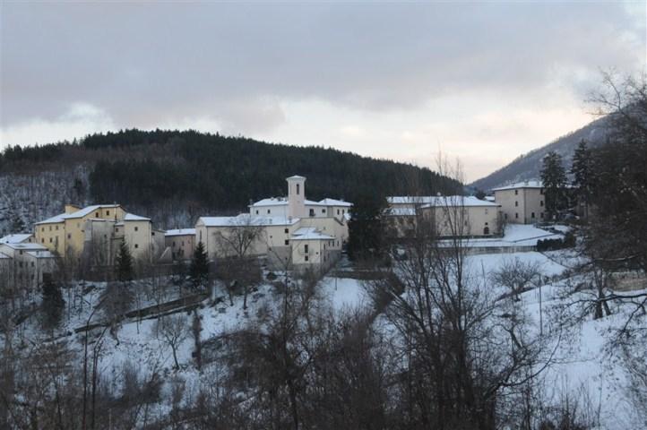 Castello innevato di Poggiodomo