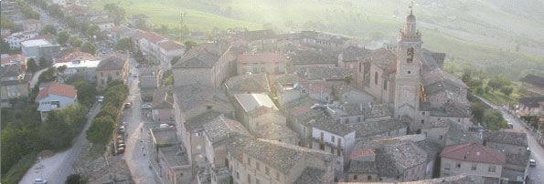Rapagnano e il suo borgo da una vista panoramica
