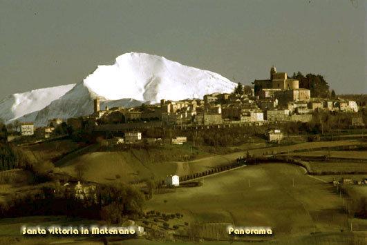 Santa Vittoria in Matenano e il suo paesaggio con la neve