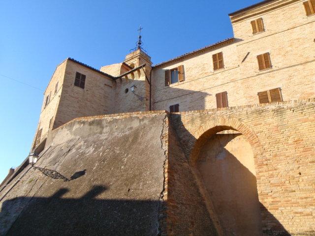 Il muro di cinta di Torre San Patrizio