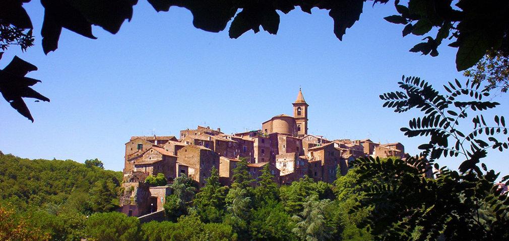 Il panorama del borgo di Capranica