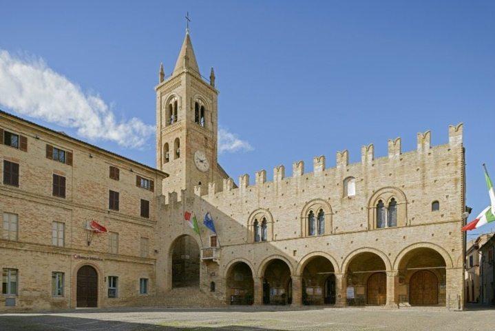 Il palazzo dei Priori Renato Gatta di Montecassiano