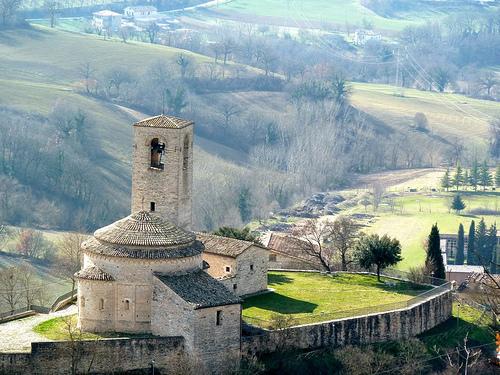 San Maroto e la chiesa di San Giusto del comune di Pievebovigliana