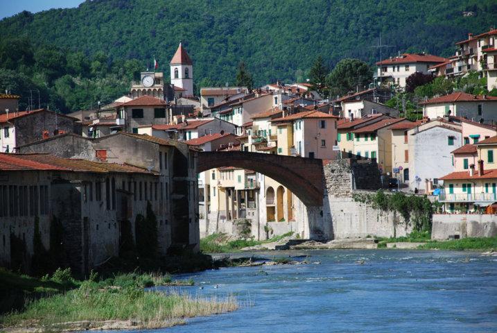 Uno scorcio con il fiume del borgo di Pontassieve