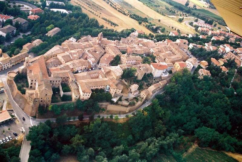 Una vista da sopra di Serra De' Conti