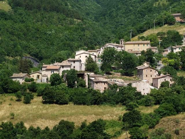 Il panorama della frazione Campicino di Acquacanina