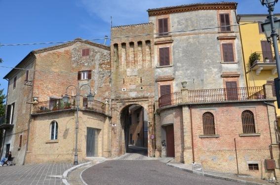 La porta di accesso al borgo di Ancarano