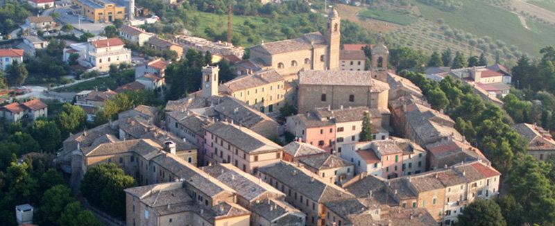 Immagine aerea del borgo di Belvedere Ostrense