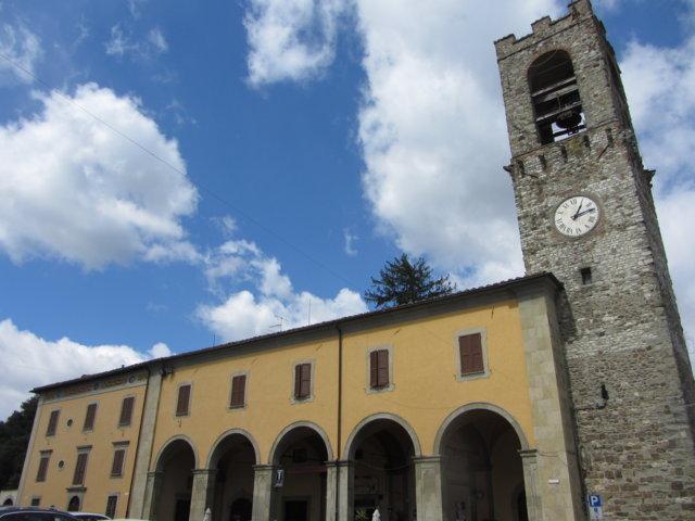 Il loggiato e la torre dell'orologio di Bibbiena