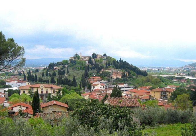 Il panorama del borgo di Calenzano