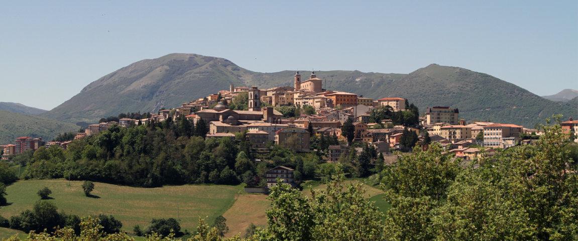 Panorama del borgo di Camerino