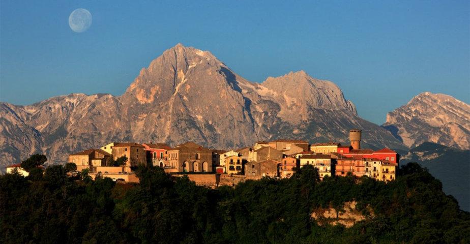 Il panorama dei monti dietro Canzano