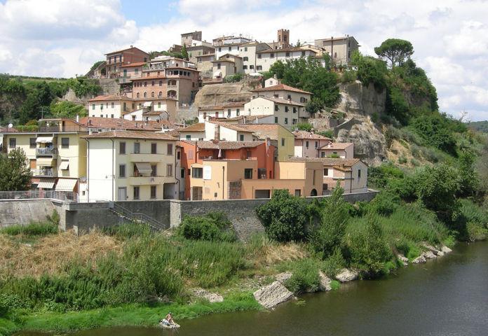 Veduta del fiume Arno da Capraia e Limite