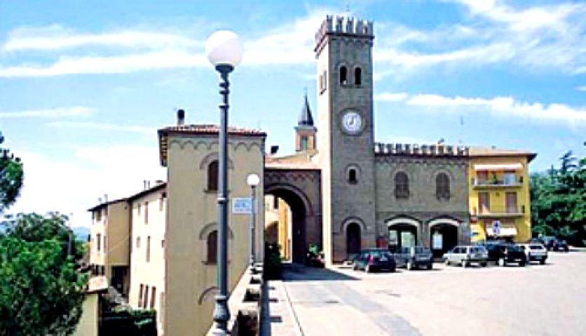 Il borgo con la torre di Casalfiumanese