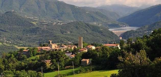 Un immagine panoramica di Castel di Casio