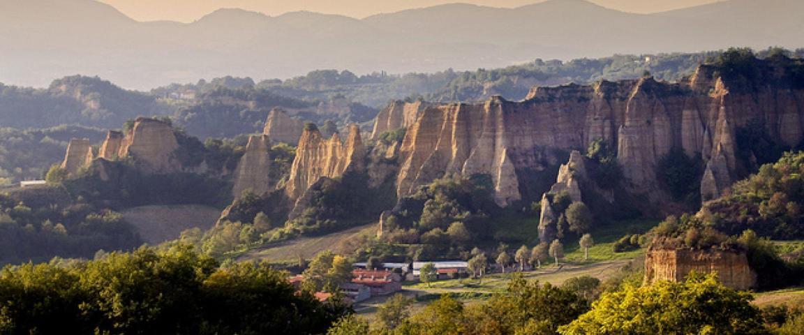 Il panorama con le balze di Castelfranco Piandiscò