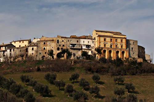 Il panorama del borgo di Castellalto
