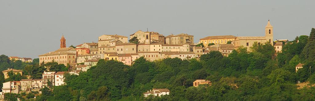 Una foto panoramica del borgo di Castelplanio