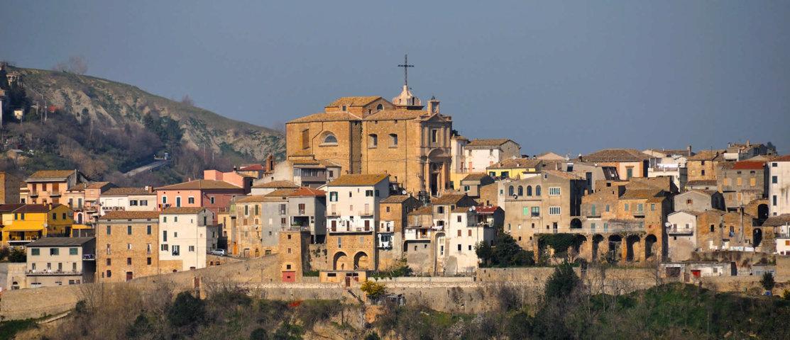 Panorama del borgo di Castiglione Messer Raimondo