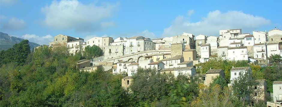 Il panorama del borgo di Castiglione a Casauria